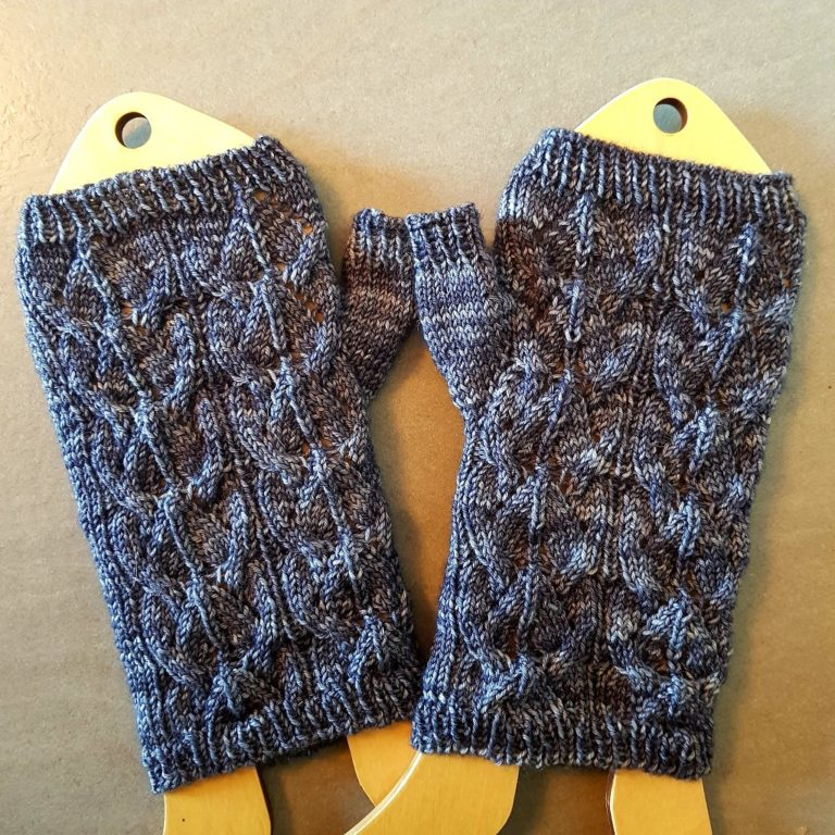 Tricot Gliding Birds Hat and Mitts 2